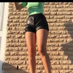 Svarta shorts med paljetter, prislapp kvar 🌸