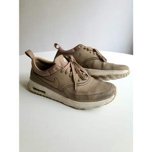 Nike AirMax Thea sneakers in army green colour. Size 37,5