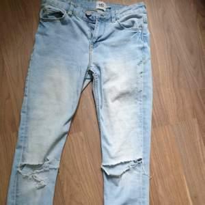 Ljusblå jeans som gör MIRAKEL för rumpan. Rätt låg midja. Säljer då jag växt ur som.