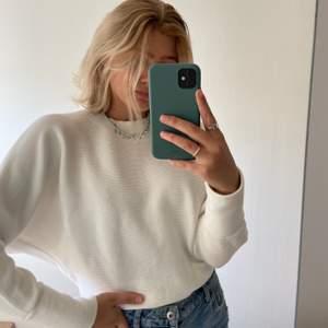 Jättefin vit ribbad tröja från Nelly i storlek XS! 150kr inklusive frakt