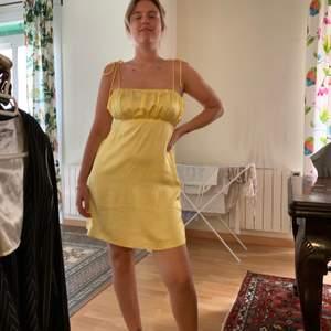 Supergullig klänning som tyvärr inte kommer till användning, liten i storleken 🌸  eventuell frakt står köparen för