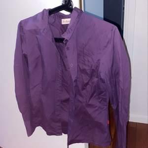 Cool skjorta men jag själv har prioriterat annat, så säljer!!💕💕💕