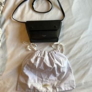 En fin sidoväska från By Malene Biger! Köpt för 1900! Pris kan diskuteras vid snabb affär! Frakt tillkommer!
