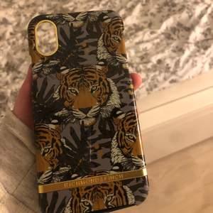 Fint tiger skal från richmond and finch. För iPhoneX. Säljer då det inte kommer till användning. Nypris: 399kr  Pris inkl frakt😃