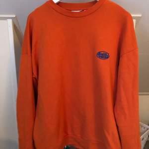 (Mycket mer orange irl), orange sweatshirt från junkyyard. Knappt använd, frakt tillkommer