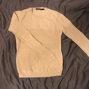 En tröja från Tiger of Sweden i storlek S. Köpt för ett par månader sedan i Boozt.com, nypris 779kr. Jag skickar om köparen står för frakt eller möts upp i Stockholm. Pris: 120kr.