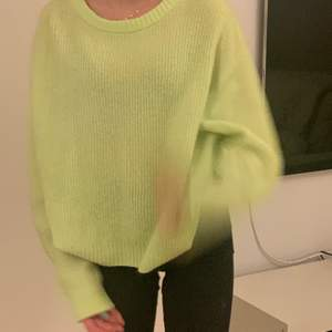 En neon gul/grön tröja!70 kr ink frakt❤️köptes för typ 200