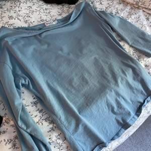"""Blå """"off shoulder"""" tröja från NAKD, använd 1/2 gånger"""