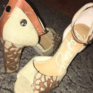 Högklackade skor från märket Replay. Storlek 39. Sänker priset vid snabbköp!