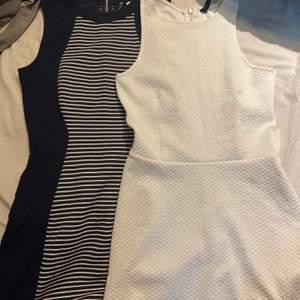 Två klänningar strl 36 på blåa och 34 på vita. Hör av er för pris