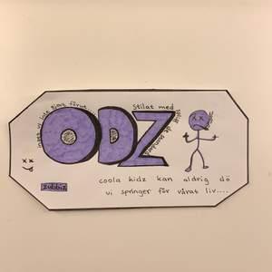 Målad ODZ logga. Kan sättas på tex datorn eller datorfodralet, OBS det är inget klistermärke utan du får limma eller köra med dubbelhäftande tejp🔮