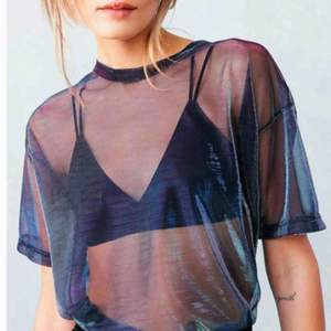 Mesh t-shirt från urban outfitters  Holographic