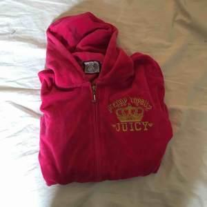 Juicycouture hoodie i strl L men är S skulle jag säga. Köpt i Dubai.
