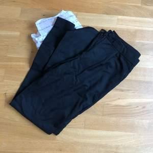 Säljer mina svarta kostymbyxor från second female endast använt 2 gånger. I stel xs, men passar även S.