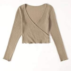 Säljer den här tröjan från SHEIN eftersom den var för stor för mig, jag har XS & den känns mer som storlek S ✨