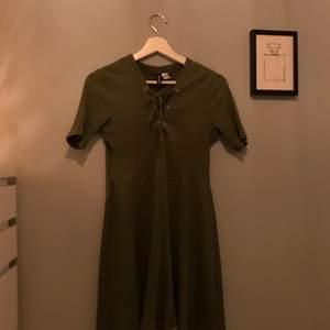Säljer klänning från hm, andvänd få gånger!