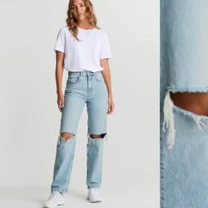Intressekoll! Jättefina och trendiga jeansen från Gina Tricot och nästan aldrig använda❤️ storlek 34        NYPRIS ca 600kr! Inkluderad frakt