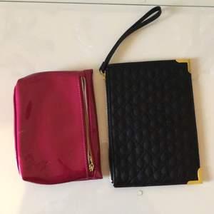 Mycket fint skick! Den rosa från YSL har några sminkfläckar på ena sidan. YSL rosa kostar vid nypris ca 300 kr. Den svarta runt 100 kr. 30 kr/st eller 50 kr för båda