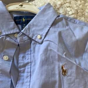 Säljer en helt ny oanvänd skjorta från Ralph lauren, med lapp kvar. Kommer aldrig till användning.