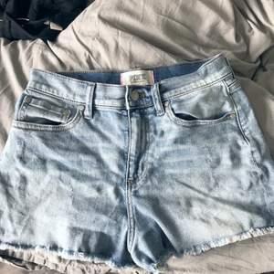 Säljer ett par jättefina och sköna shorts från pink i storlek 6 pga dem tyvärr blivit för små:/
