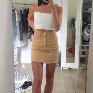 💛Superfin fil kjol från monki som tyvärr är för liten. Väldigt sparsamt använd. Köparen står för frakt💛