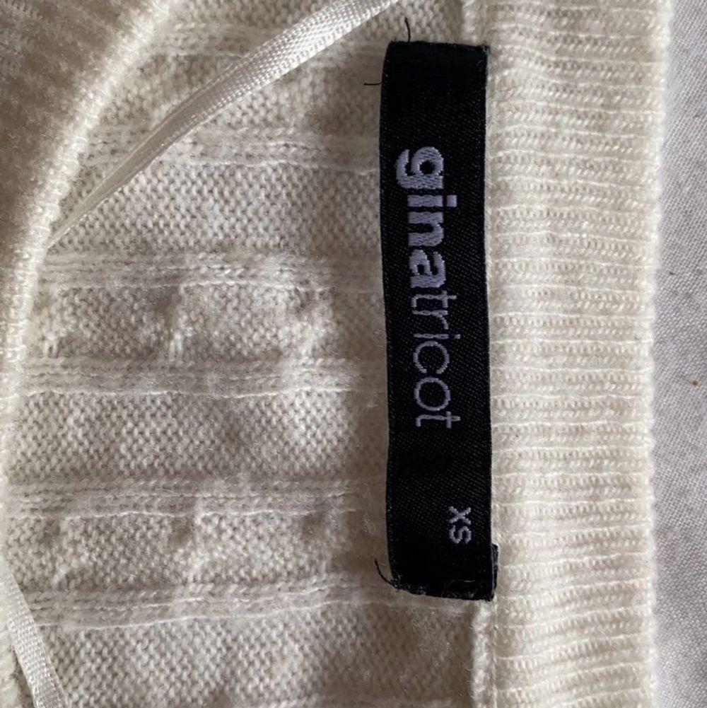 Suuuper mjuk stickad tröja från Gina i storlek S. Super bekväm men kommer tyvärr nt till användning. Nypris 199kr. Kan mötas upp vart som i skåne annars står köparen för frakt✨ Skriv för mer info!. Tröjor & Koftor.