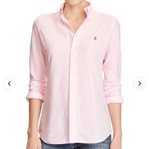 Randig Skjorta i klassisk modell och bra skick från Ralph Lauren.  Modell RN#41381. Storlek 6 vilket motsvarar ca 36. Nypris på Boozt samma modell just nu 1199:-.