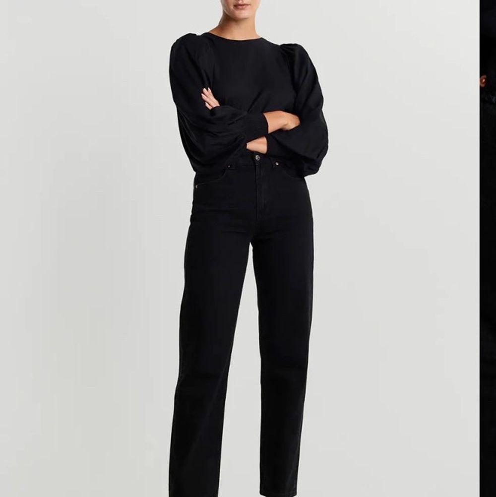Jätte fina Gina byxor men använder ej längre. Nypris 600 mitt pris 200+frakt💕. Jeans & Byxor.