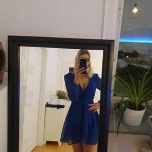 Oanvänd jätte fin klänning ifrån NLY Trend.