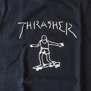 Mörkblå t-shirt från thrasher, aldrig använd (frakt kostar 44kr)