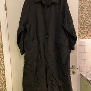 Tunn kappa, kan användas som klänning, Nylon