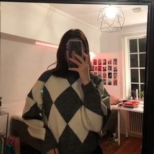 Superfin o mysig stickad tröja från HM. Stl. M men ganska liten i storkelen så skulle säga att den är en S ungefär! Kan mötas upp annars står köparen för frakten💖