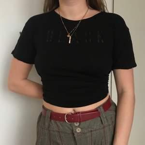 """Svart t-shirt med """"black"""" tryck. Jätteskön och luftig. Säljer pga använder ej längre."""