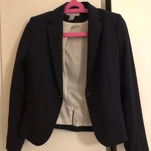 Super fin kostym jacka i storlek 34. Skriv för intresse eller buda❤️