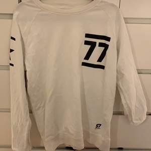 säljer denna tröja som jag sällan använt, i storlek M.