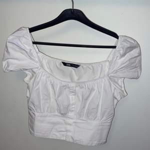 En blus från zara köpt i somras på Plick! Väl använd men i okej skick<3