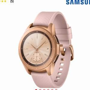Sparsamt använd samsung Galaxy Watch i färgen rose gold. Köparen står för eventuell frakt.  Cirka 7 mån gammal och i gott skick. Kan gå ner i pris vid snabb affär.