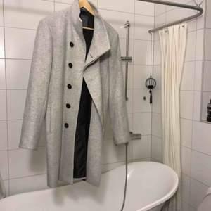 Skitsnygg grå Zara Men rock. Helt oanvänd frakt tillkommer ♥️