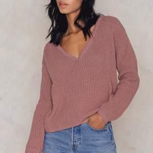 En gosig stickad tröja från Na-Kd. Den är från Josefin Ekströms kollektion. Stolek M/Medium (rymlig i storleken) Nu med sänkt pris!!