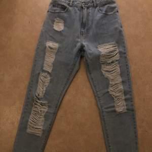 Säljer nu mina dr denim jeans då de tyvärr inte passar längre de är köpte för nått år sedan för 600kr inte använda så ofta sedan dess så de är i väldigt bra skick, bara att skriva vid frågor🥰