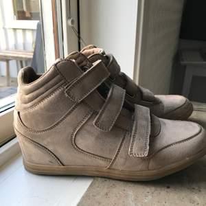 Fina skor men kommer ej till användning längre. Storlek 39/40