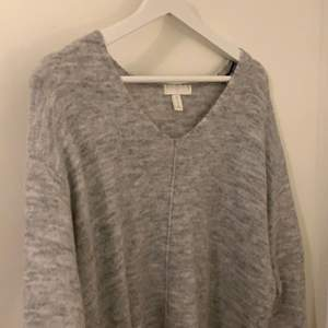 En jätte skön tröja från HM i storlek XS har används fåtal gånger men i ett mycket bra skick. FRI FRAKT