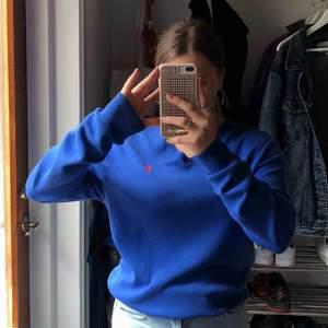 Helt oanvänd, bortglömd, skitcool Ralph Lauren tröja! Finns att mötas i Stockholm annars står du för frakt :)