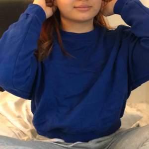 Blå tröja från H&m. Frakt ingår i priset 💓