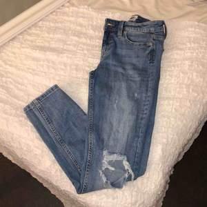 Håliga jeans från lager 157. Strl xs. Frakt tillkommer!🌸