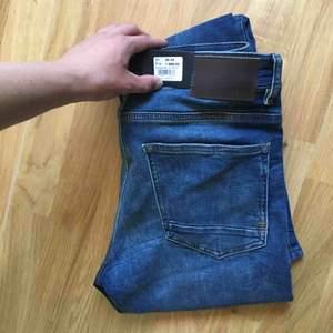 Helt nya Hugo boss jeans från nordiska kompaniet i Stocholm, nypris 1600, mitt pris 1000. 8-900 vid snabb affär. Storlek 30 x 34