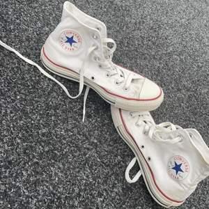 INtressekoll på min syster gamla converse , finns defekter på dom då de är från 2009 , men inte söndriga! Storlek 37.