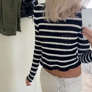 🛑INTRESSEKOLL🛑 Endast en intressekoll på denna fina tröja från zara för att se vad jag skulle kunna få för den. Säljer INTE just nu!Väldigt bra skick i storlek S men passar allt från XS-M då den är ganska stretchig. Skriv vad du hade kunnat betala för den 💖 Köpt för 230. LÅNAD BILD