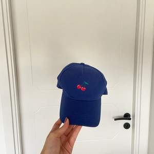 cute baseball cap from Monki, only worn once.