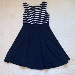 Skater dress with blue bottom and striped top // New condition // Buyer pays for shipping (even though it says frees shipping in the post)
